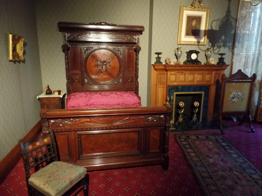 Ballantine House bedroom