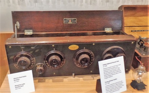 radio receiver at Ontario Science Center