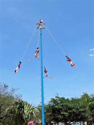 Tulum acrobats