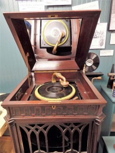Early record player