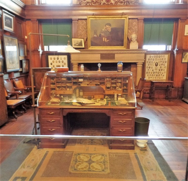 Thomas Edison's desk