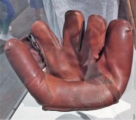 Joe DiMaggio's glove
