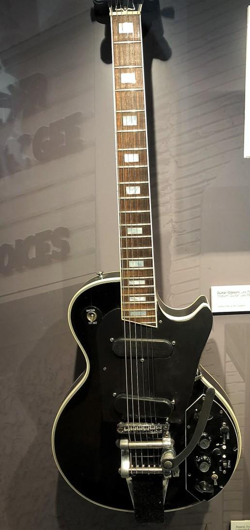 Les Paul's Iridium Guitar